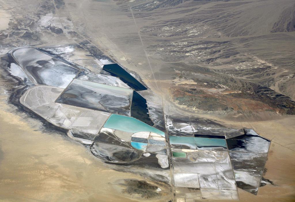 Lítiumbánya az észak-amerikai  Clayton-völgyben, Nevadában. Forrás: wikimedia