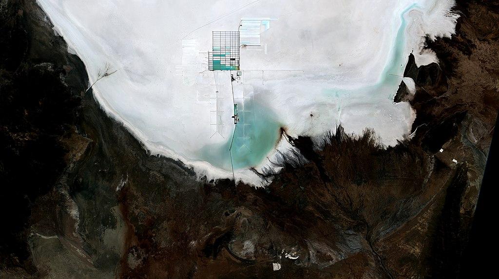 Lítiumbánya Bolíviában - műholdkép. Forrás: wikimedia